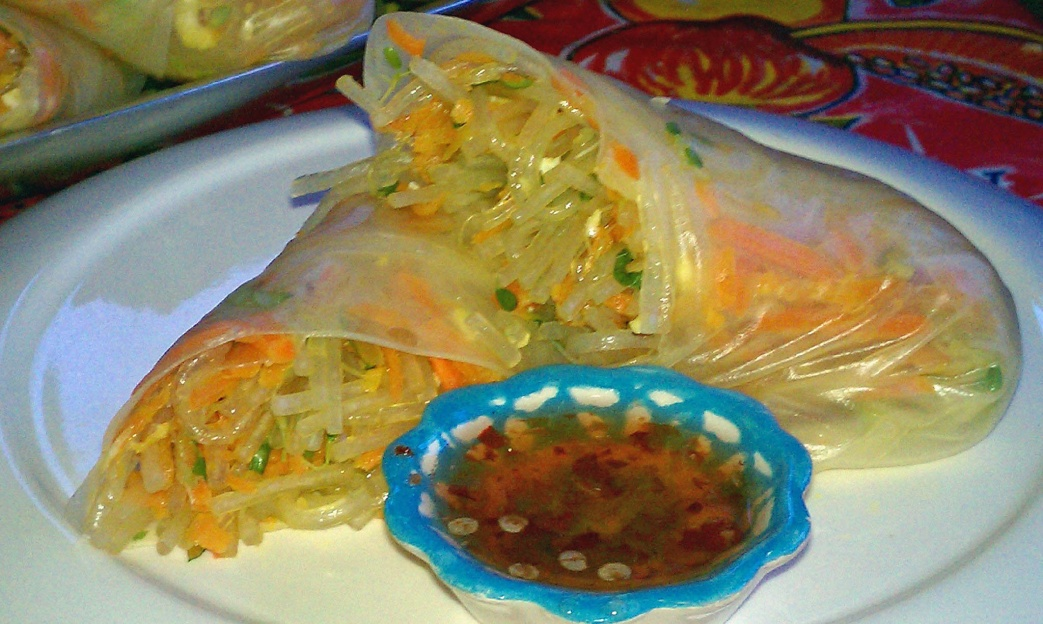 Fresh Spring Rolls with Sweet and Spicy Red Pepper Sauce